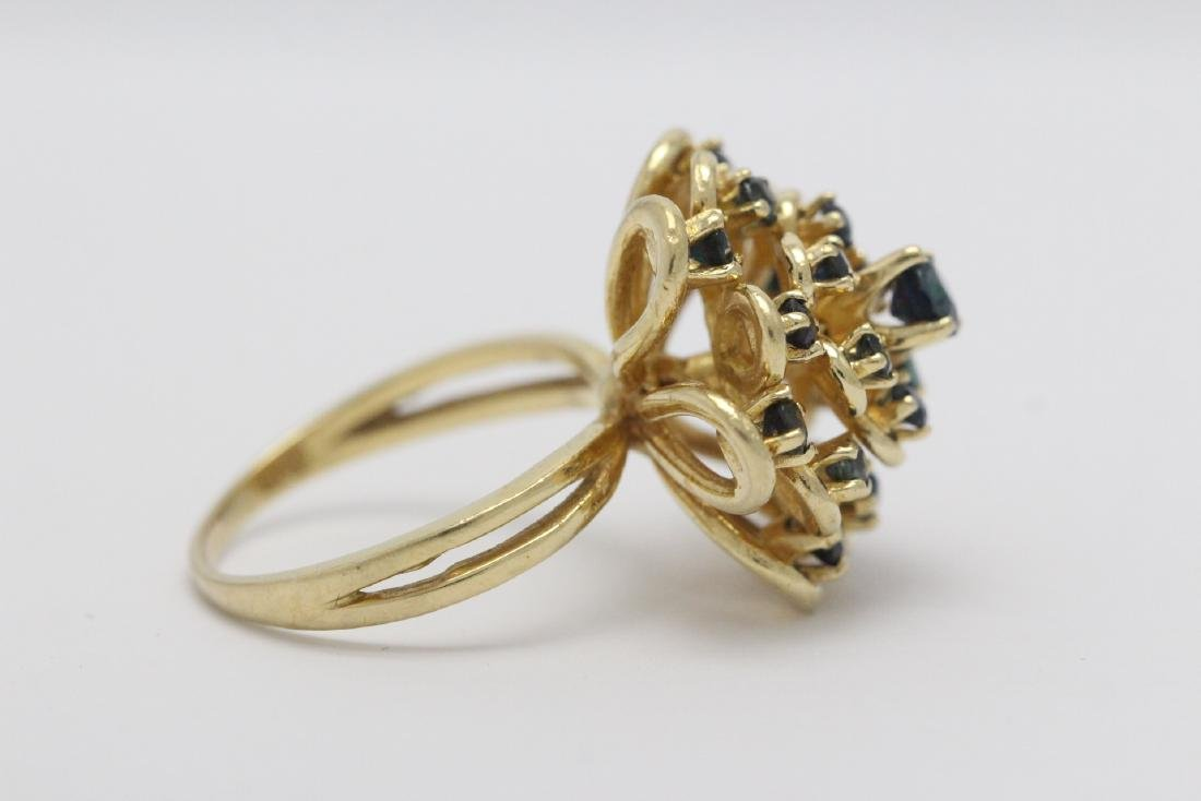 A 14K Y/G sapphire ring - 7