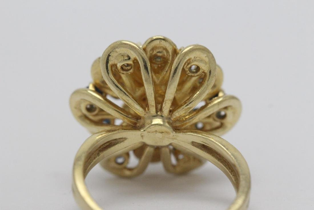 A 14K Y/G sapphire ring - 8