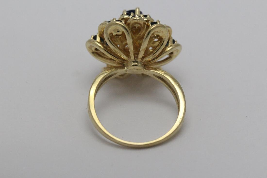 A 14K Y/G sapphire ring - 9