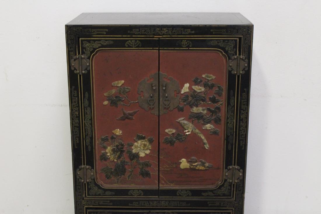Chinese lacquer cabinet with stone overlay - 4