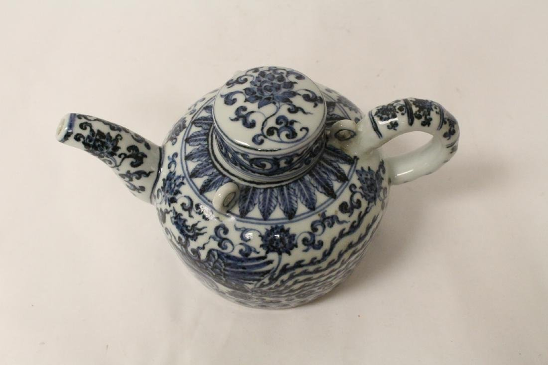 Chinese blue and white porcelain teapot - 10