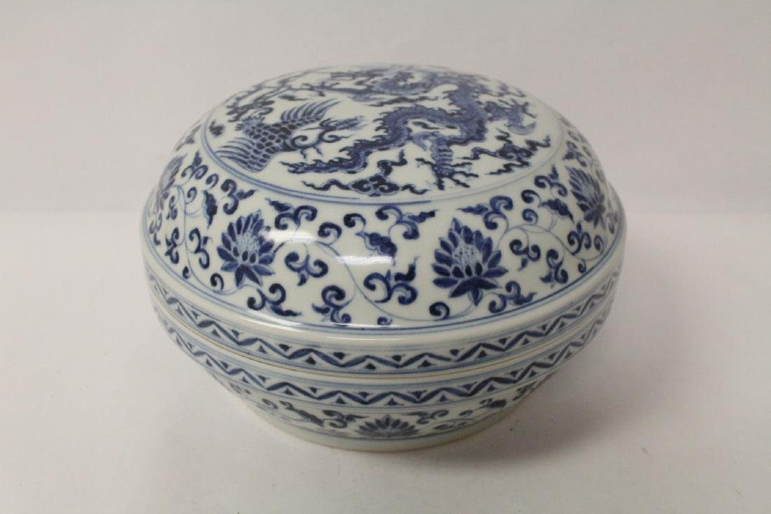 Chinese blue and white porcelain covered box - 3