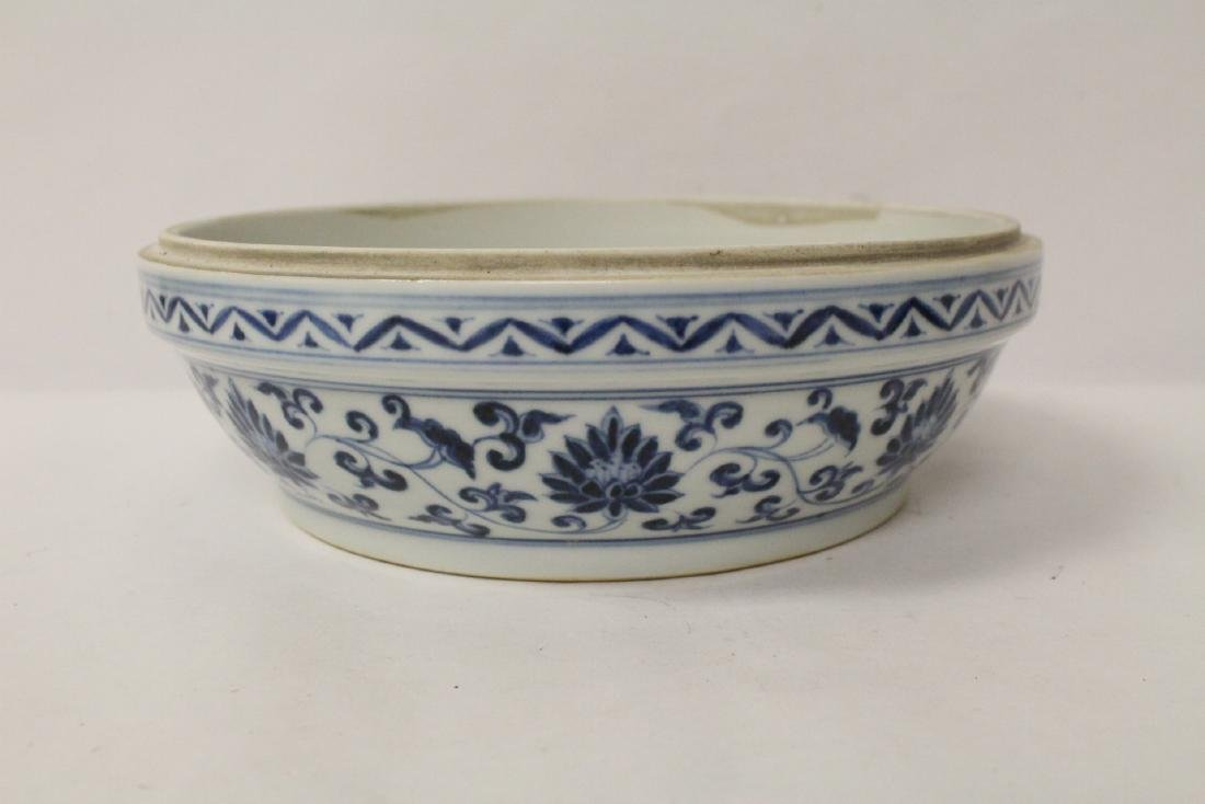 Chinese blue and white porcelain covered box - 7