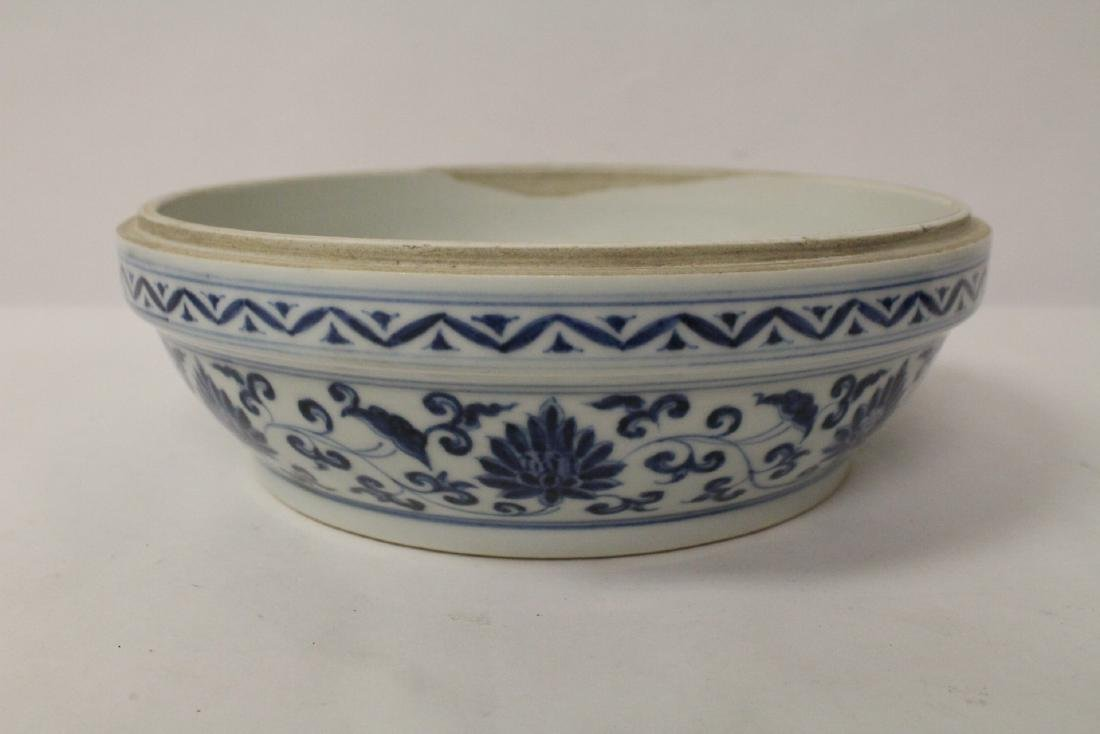 Chinese blue and white porcelain covered box - 9