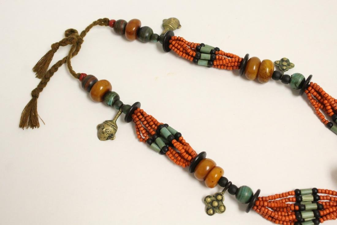 An amber like and coral like necklace - 4