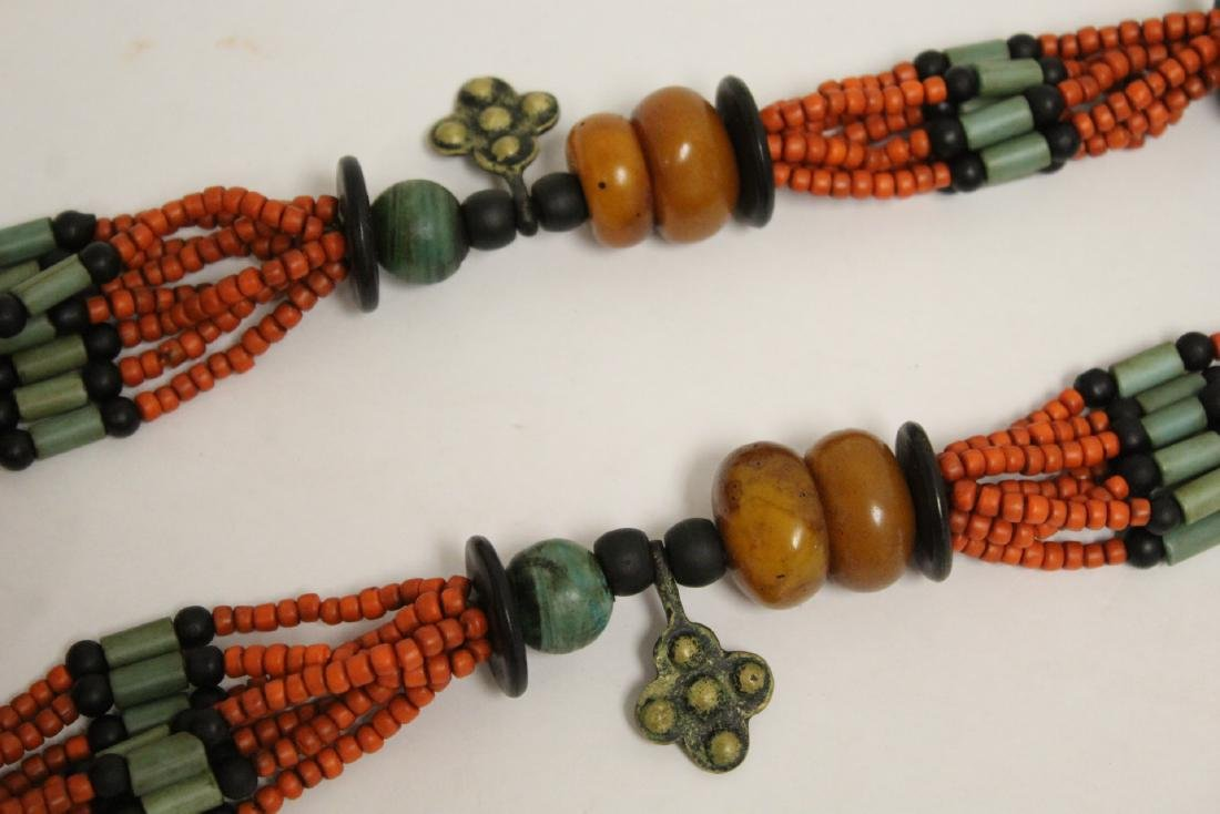 An amber like and coral like necklace - 9