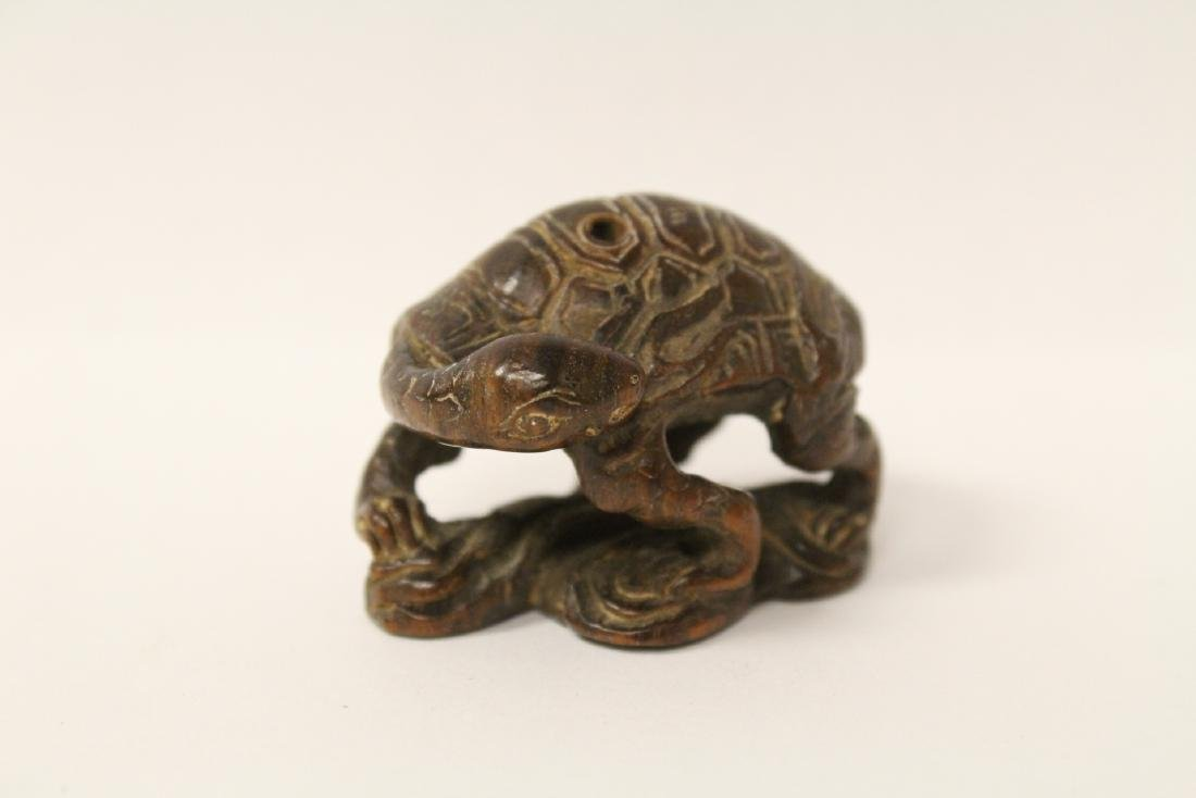 Japanese wood carved netsuke, signed - 5