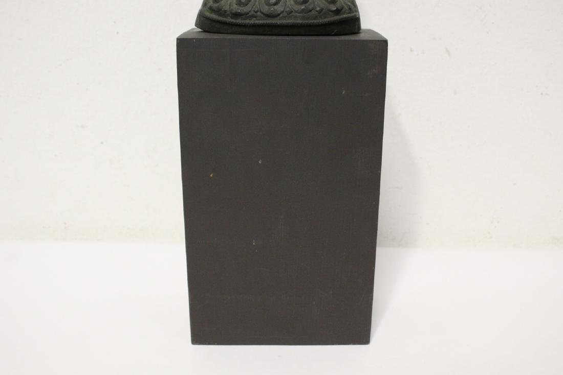 Bronze sculpture of seated Buddha - 10