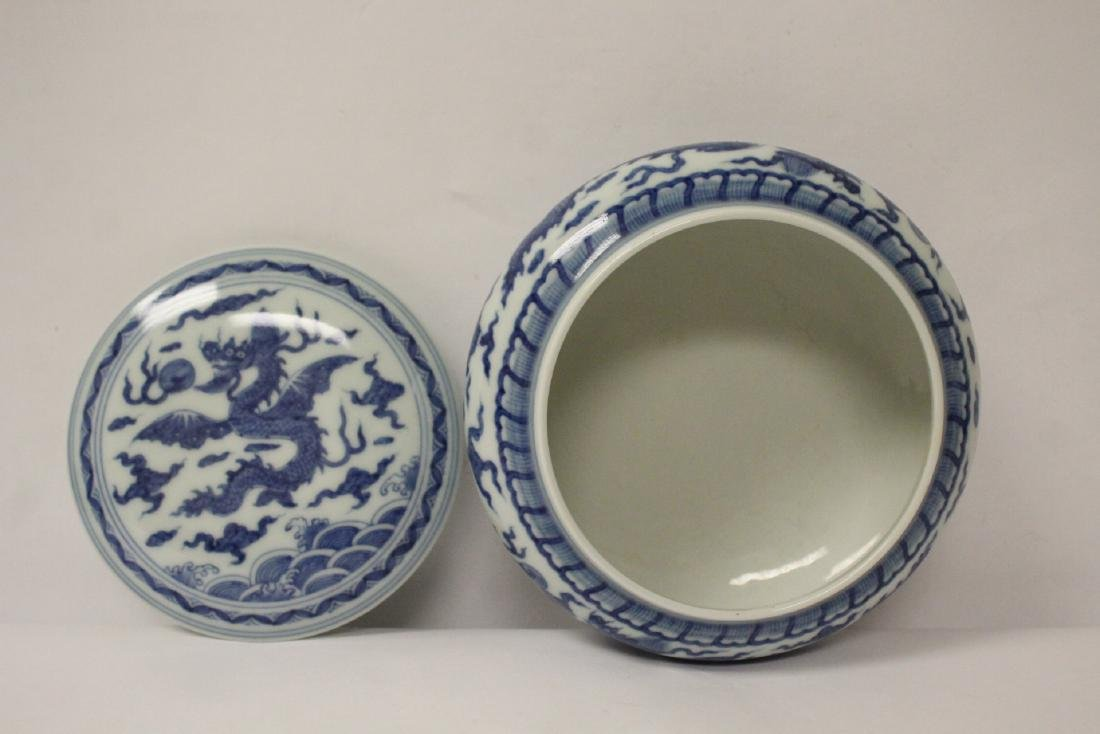 Chinese blue and white porcelain box - 6