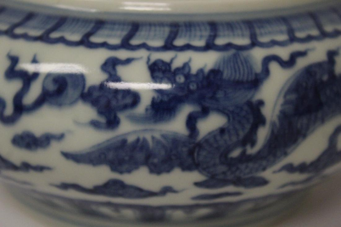 Chinese blue and white porcelain box - 9