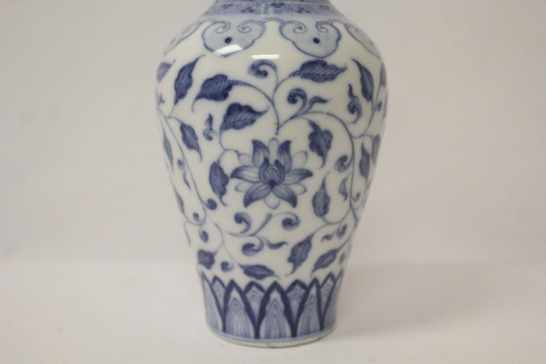 A small Chinese vintage blue and white vase - 8