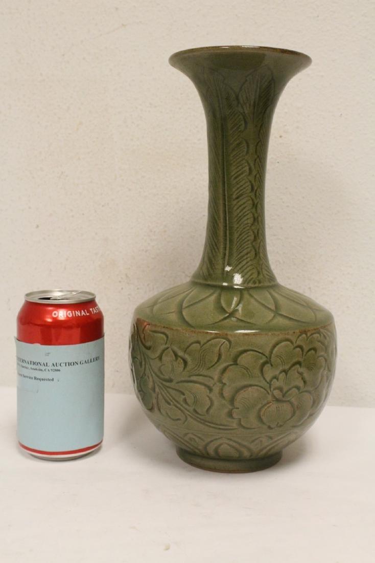 A fine Chinese celadon vase - 2