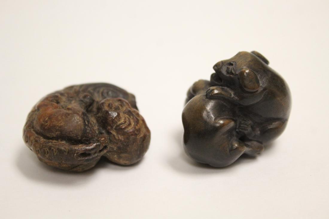 2 Japanese wood netsuke & 2 amber like ornaments - 9