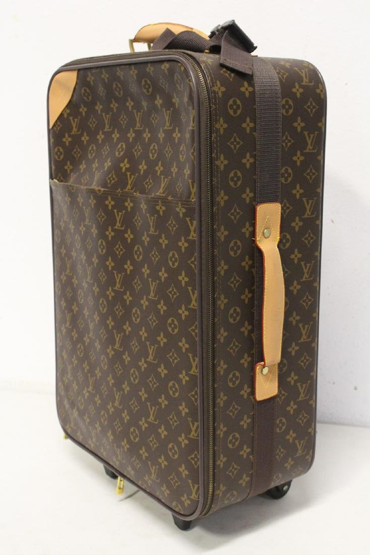 4 Louis Vuitton style leather suitcases - 9