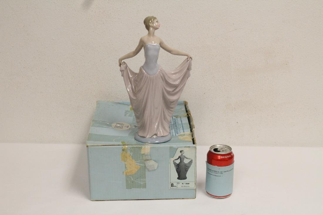 "Lladro figurine ""girl with pink skirt"""