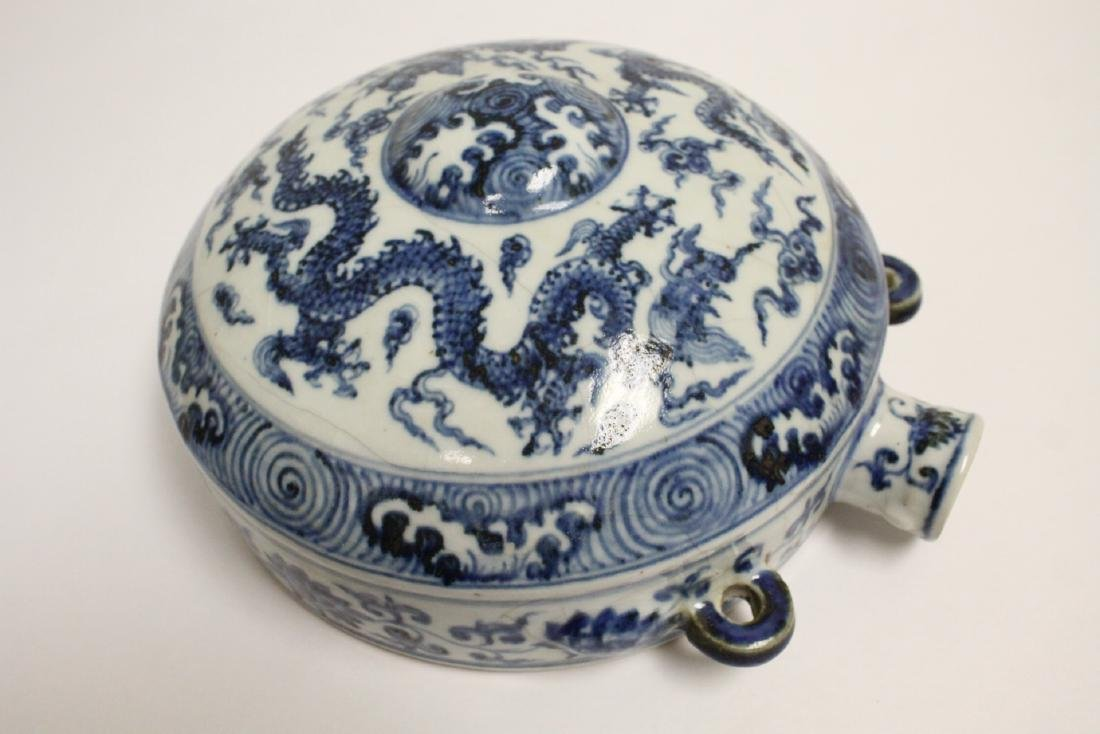 Large Chinese blue and white flask - 10