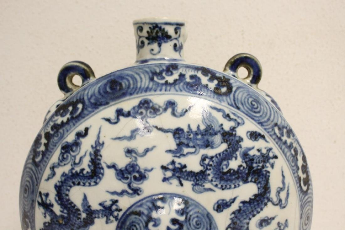 Large Chinese blue and white flask - 2
