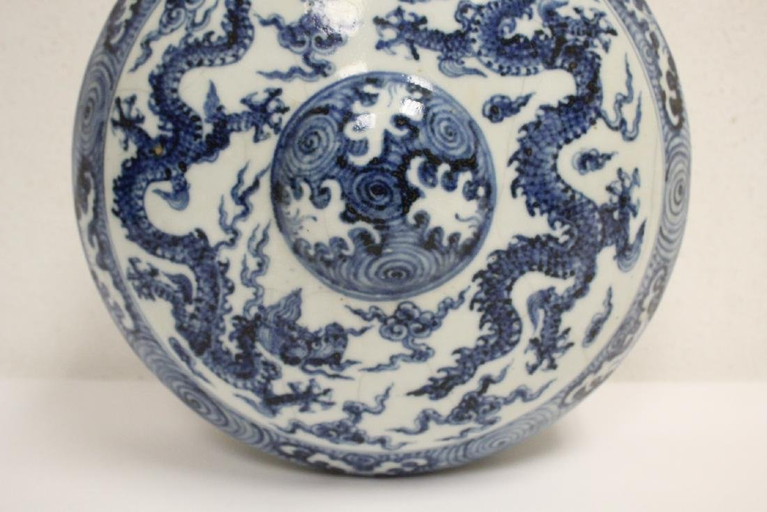 Large Chinese blue and white flask - 3