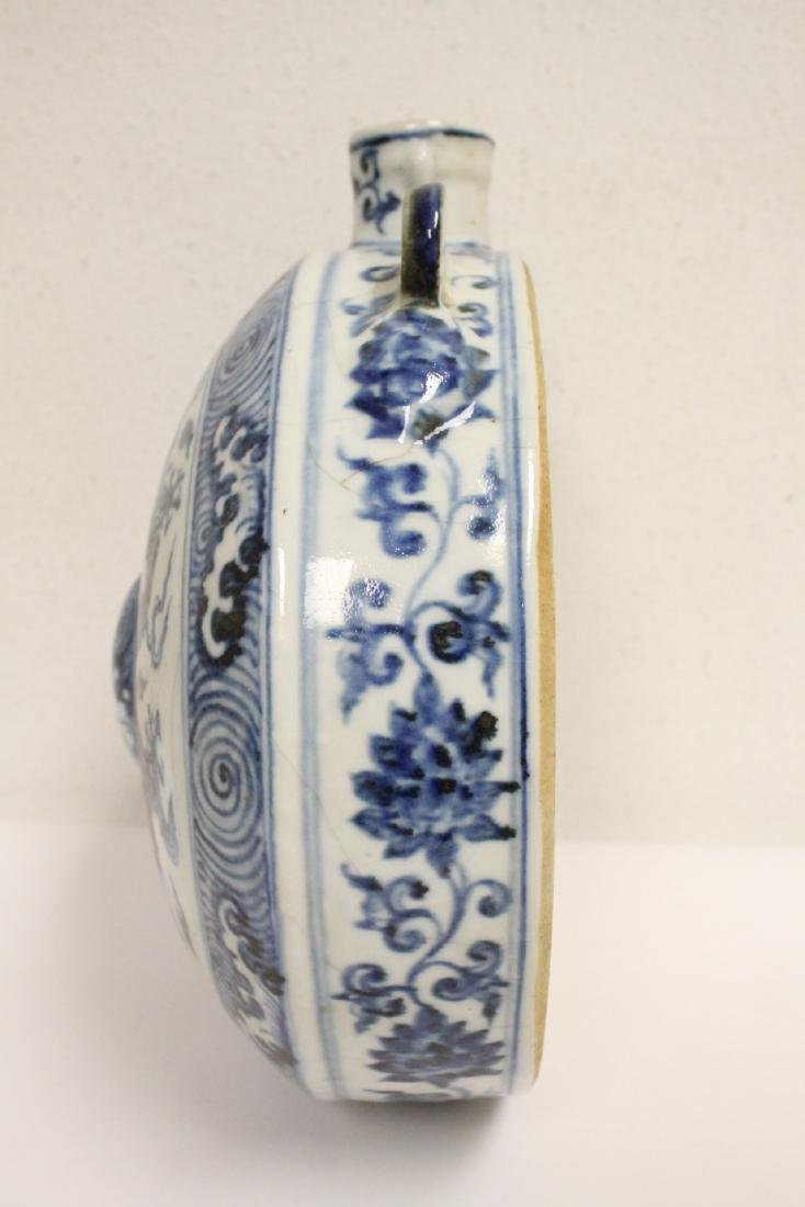 Large Chinese blue and white flask - 4