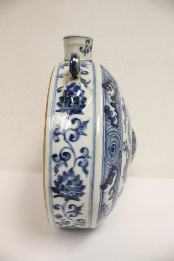 Large Chinese blue and white flask - 6
