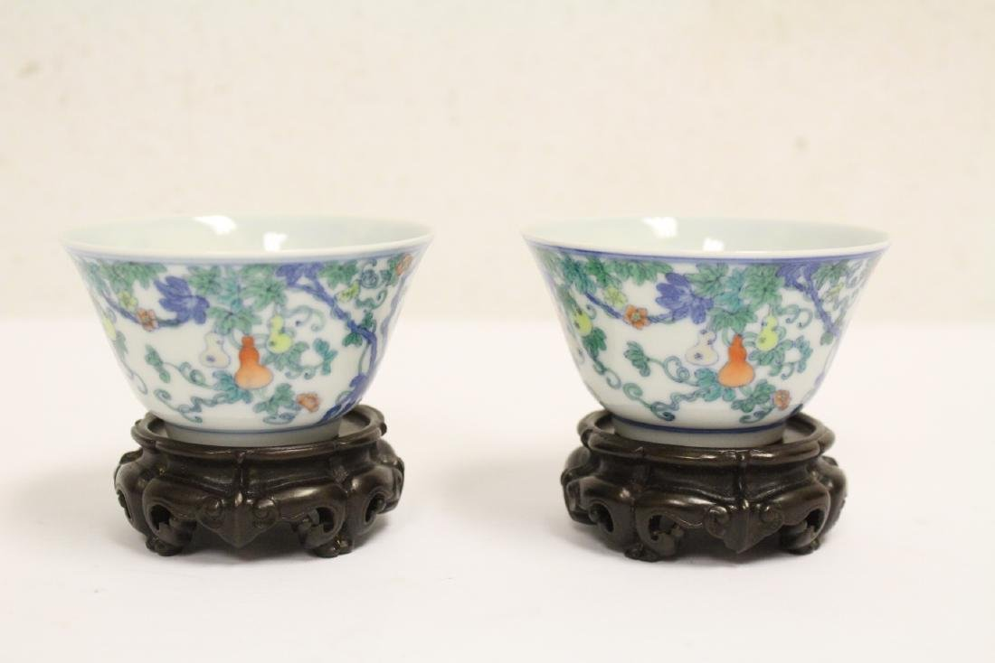 Pair Chinese porcelain tea bowls with lacquer box - 2