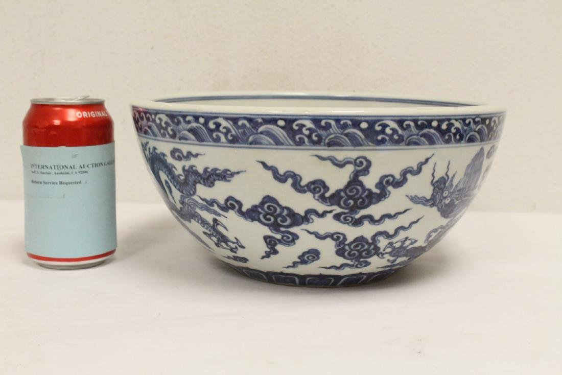 A large Chinese blue and white porcelain bowl - 2
