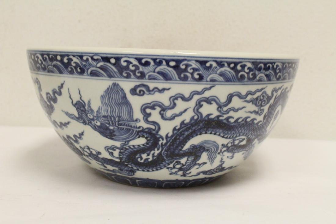 A large Chinese blue and white porcelain bowl - 3