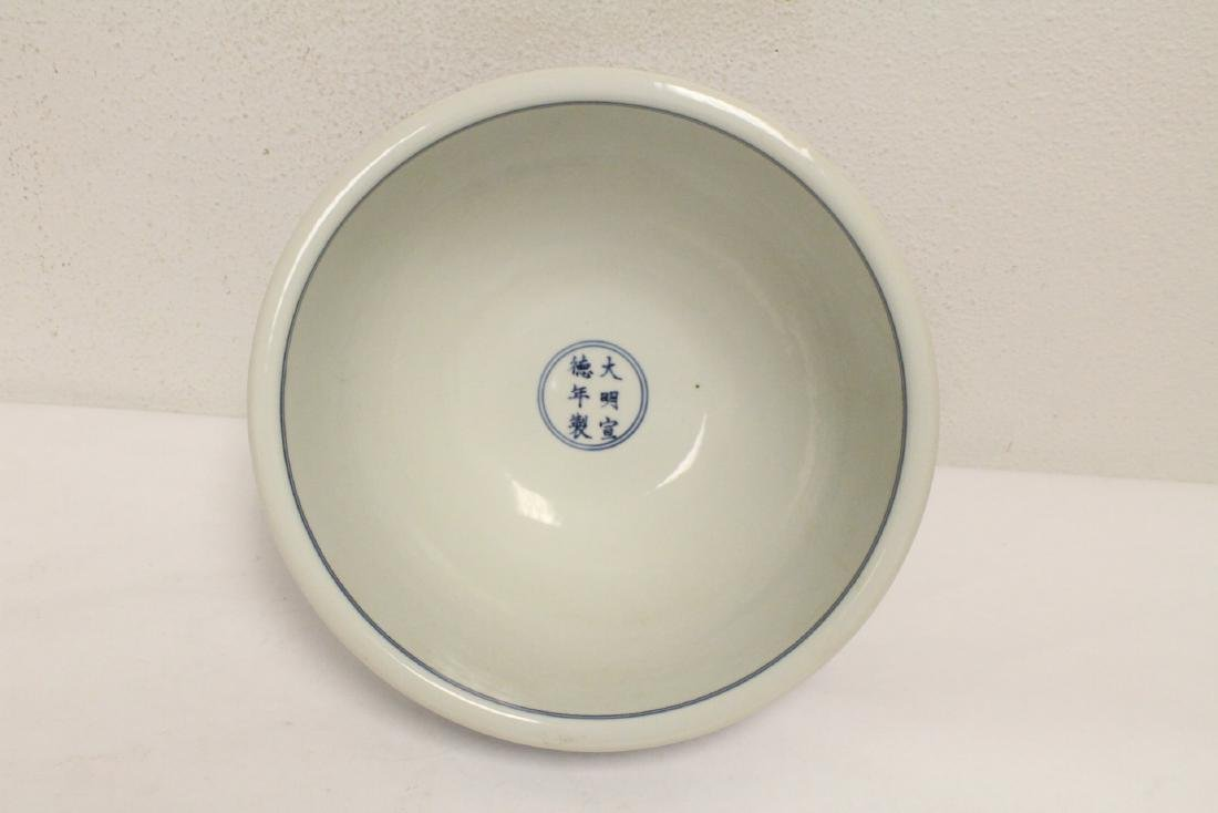 A large Chinese blue and white porcelain bowl - 5