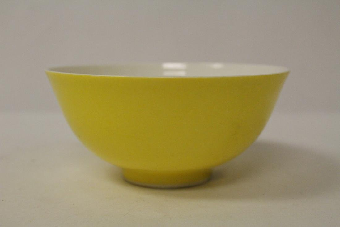 A fine Chinese yellow glazed porcelain bowl - 2