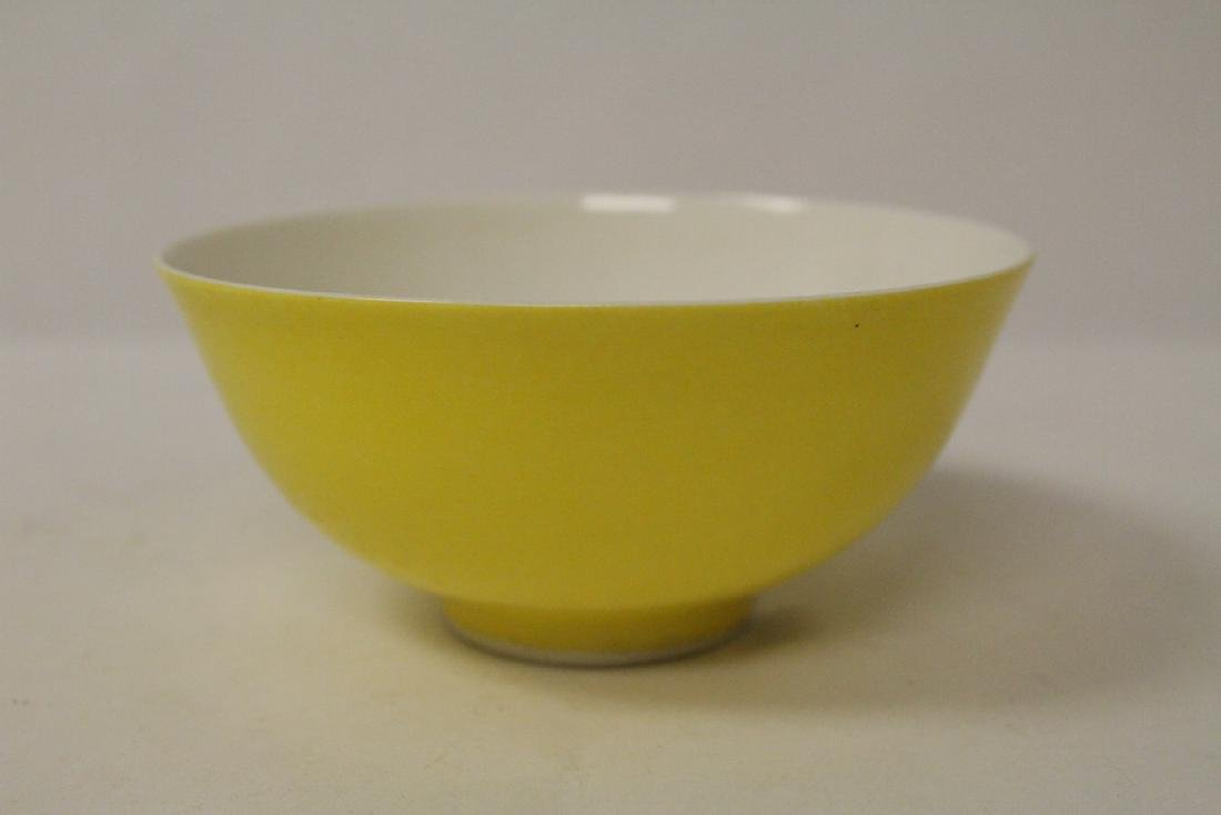 A fine Chinese yellow glazed porcelain bowl - 3