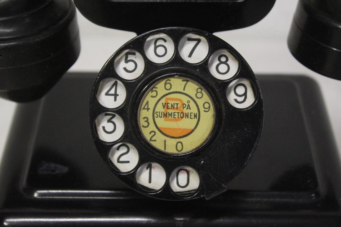 A vintage telephone - 3