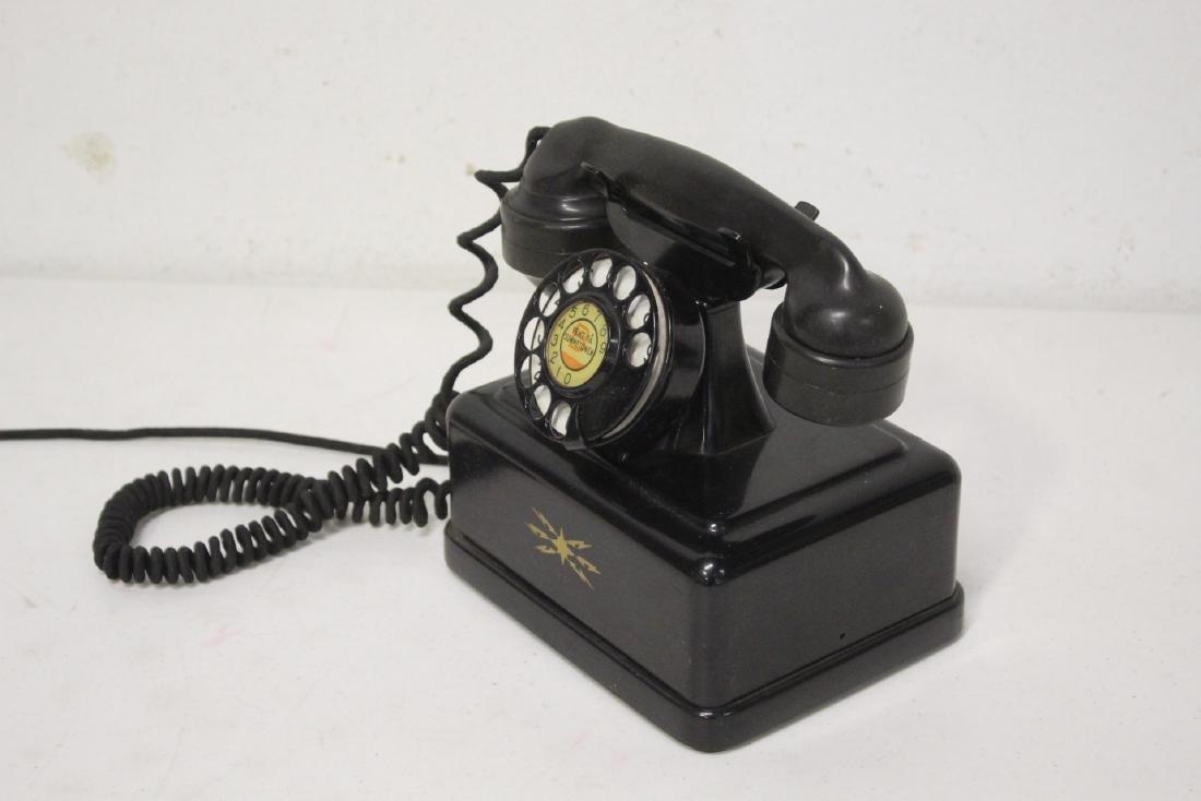 A vintage telephone - 4