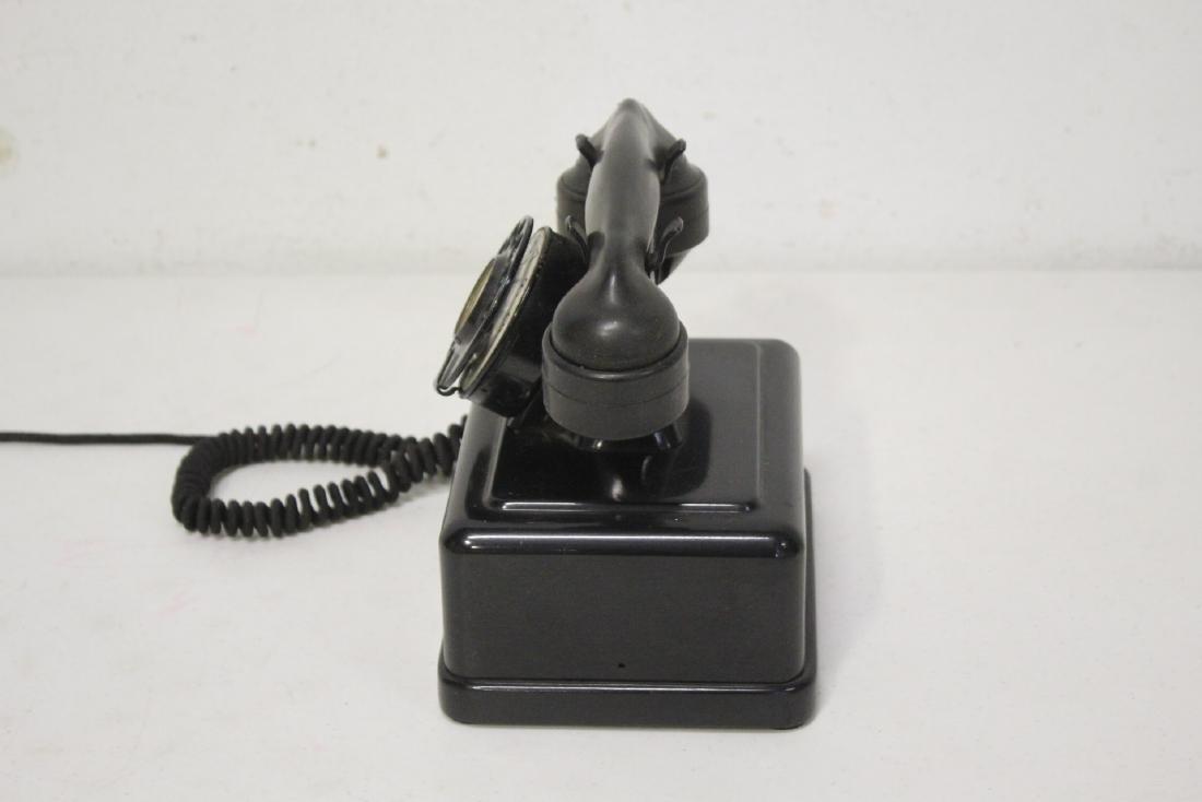 A vintage telephone - 5