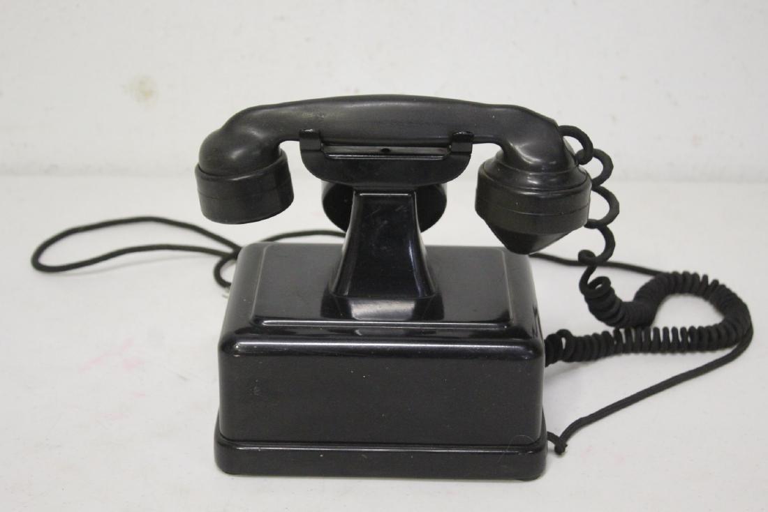 A vintage telephone - 6