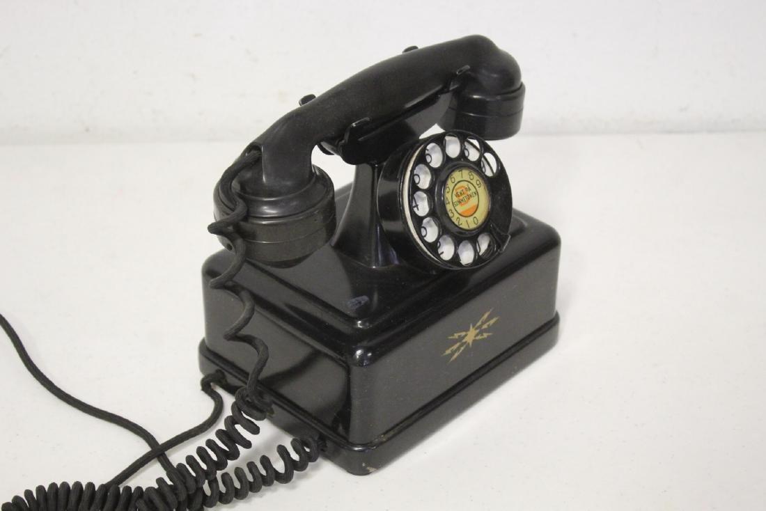 A vintage telephone - 8