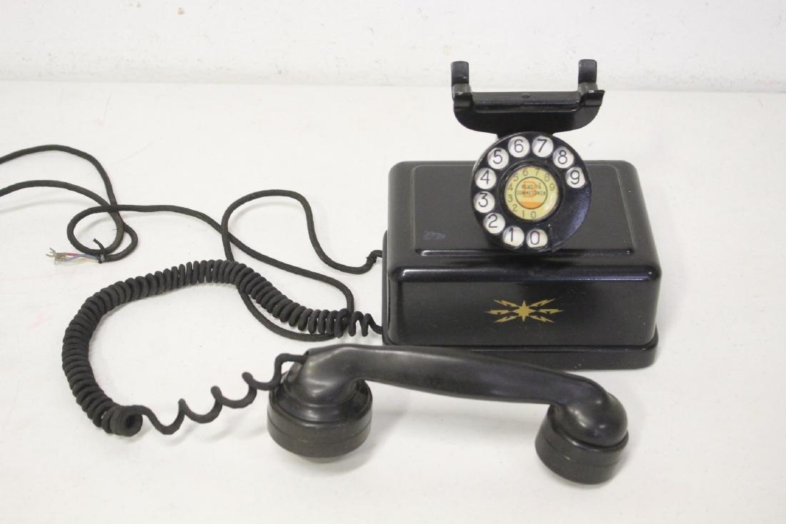 A vintage telephone - 9