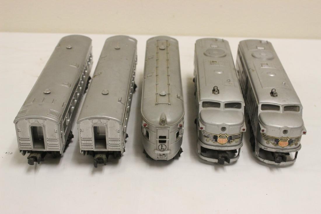 5 pieces Lionel trains - 2