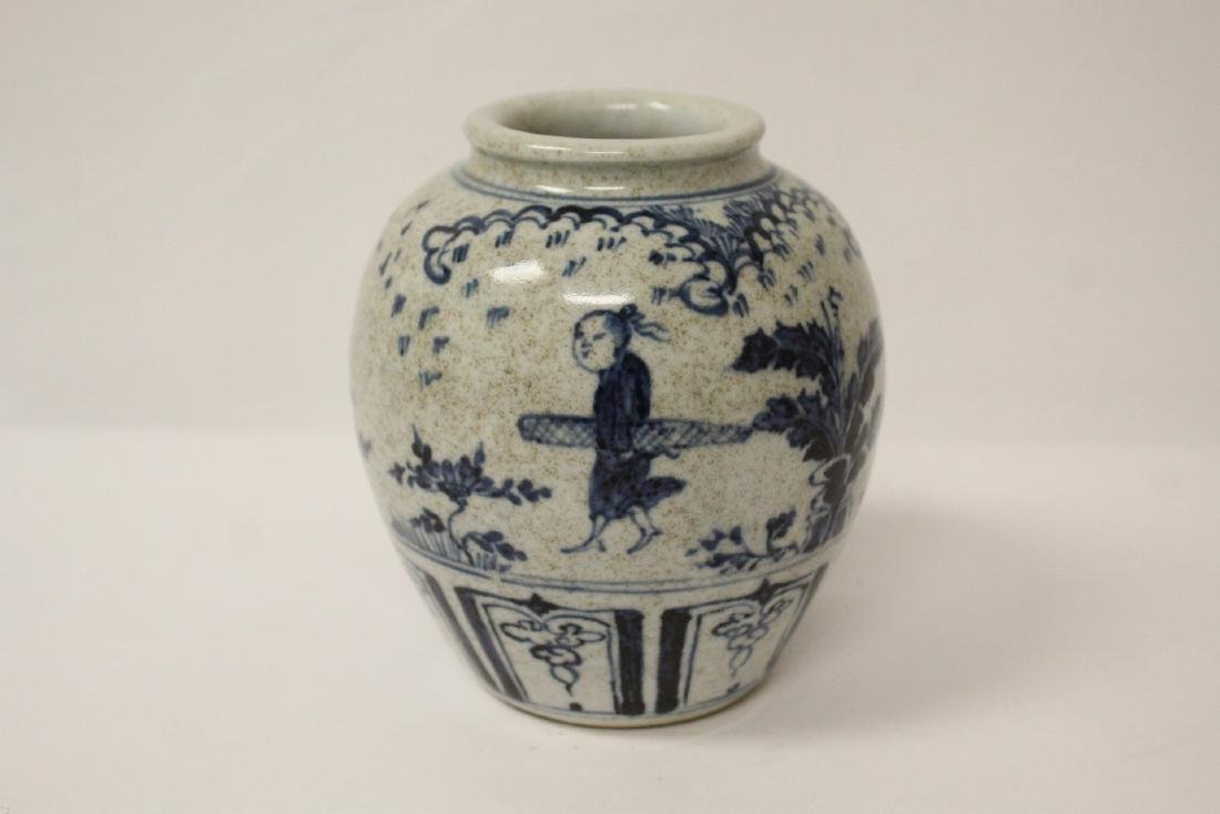 Small Chinese blue and white porcelain jar - 4