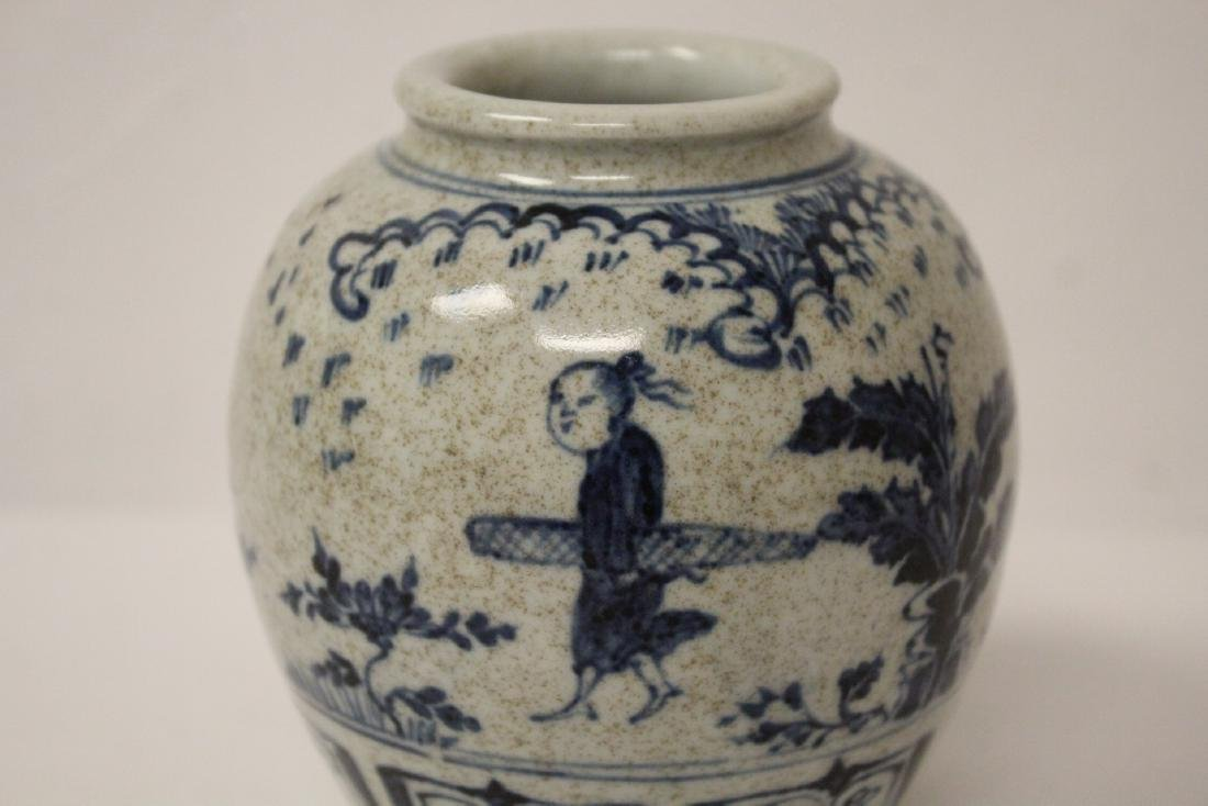 Small Chinese blue and white porcelain jar - 5