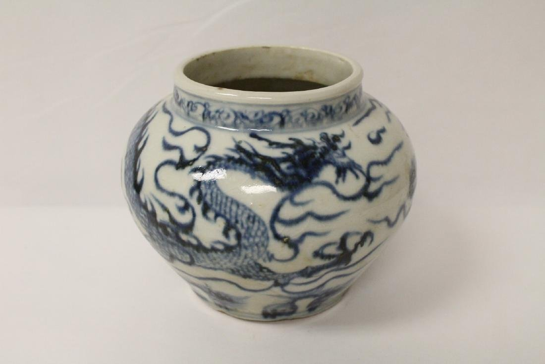 Chinese blue and white porcelain jar with dragon