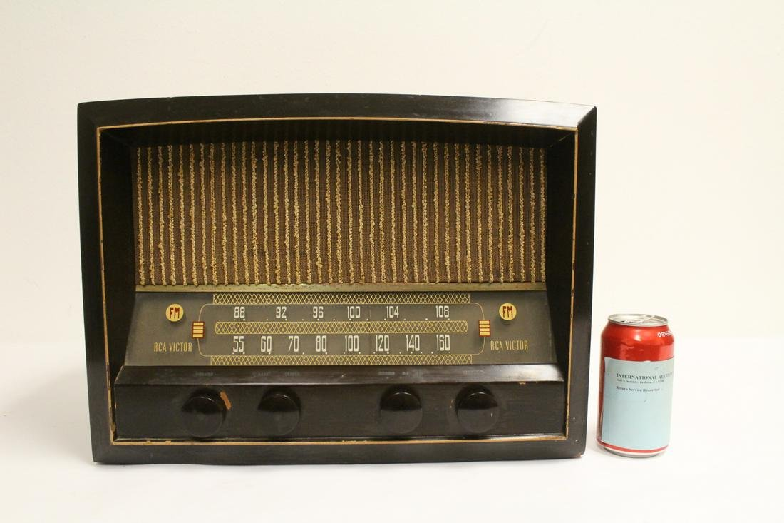 An early RCA radio, working fine