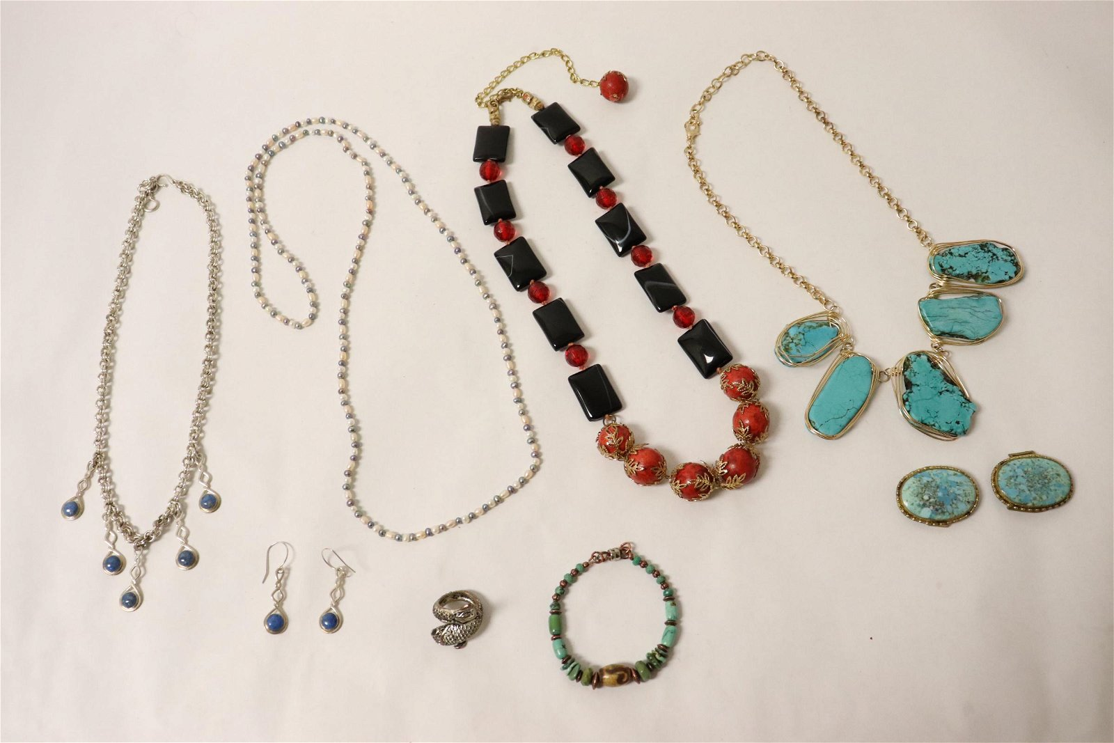 Lot of fashion jewelry