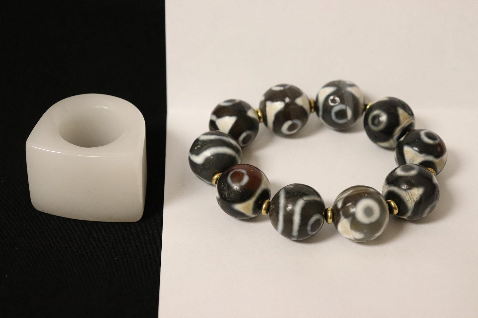 Peking glass archer's ring & a bead bracelet