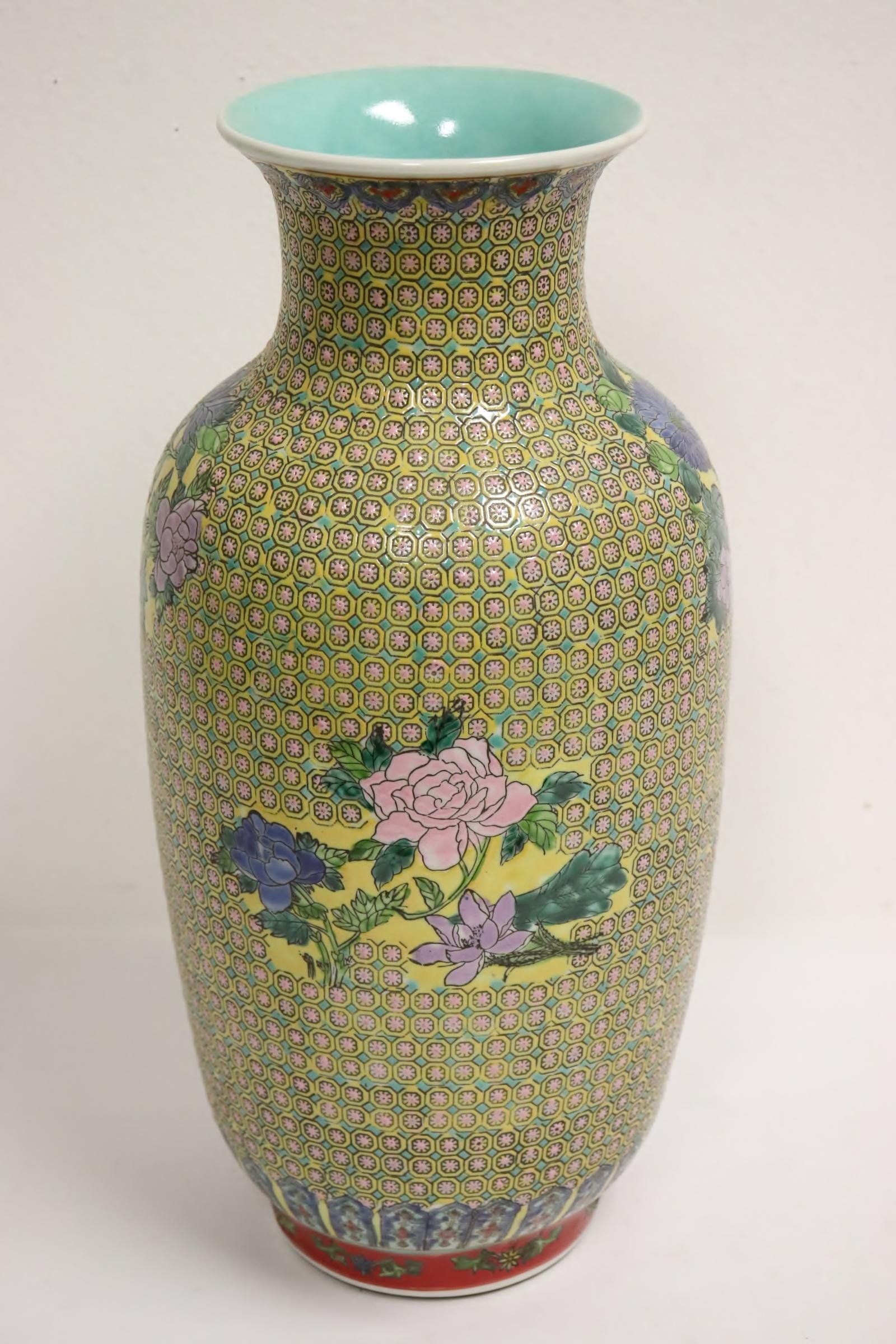 A beautiful Chinese famille rose vase