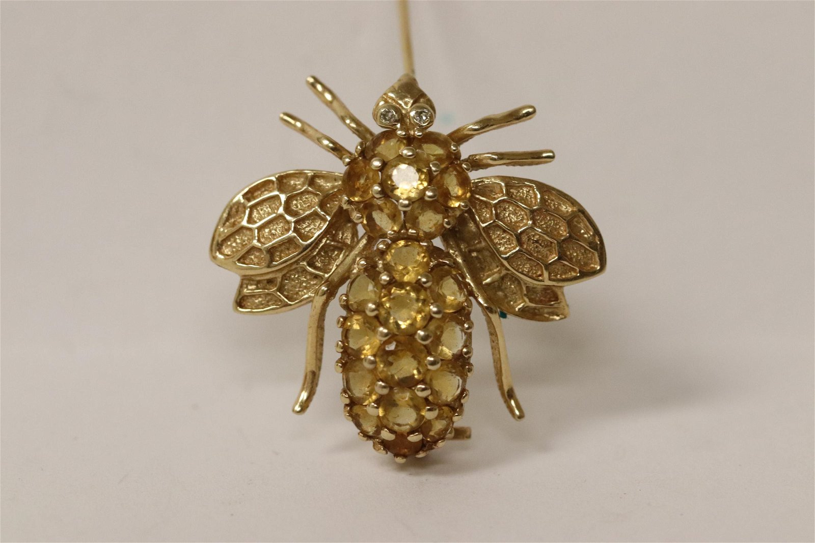 14K Y/G diamond brooch in the form of bee
