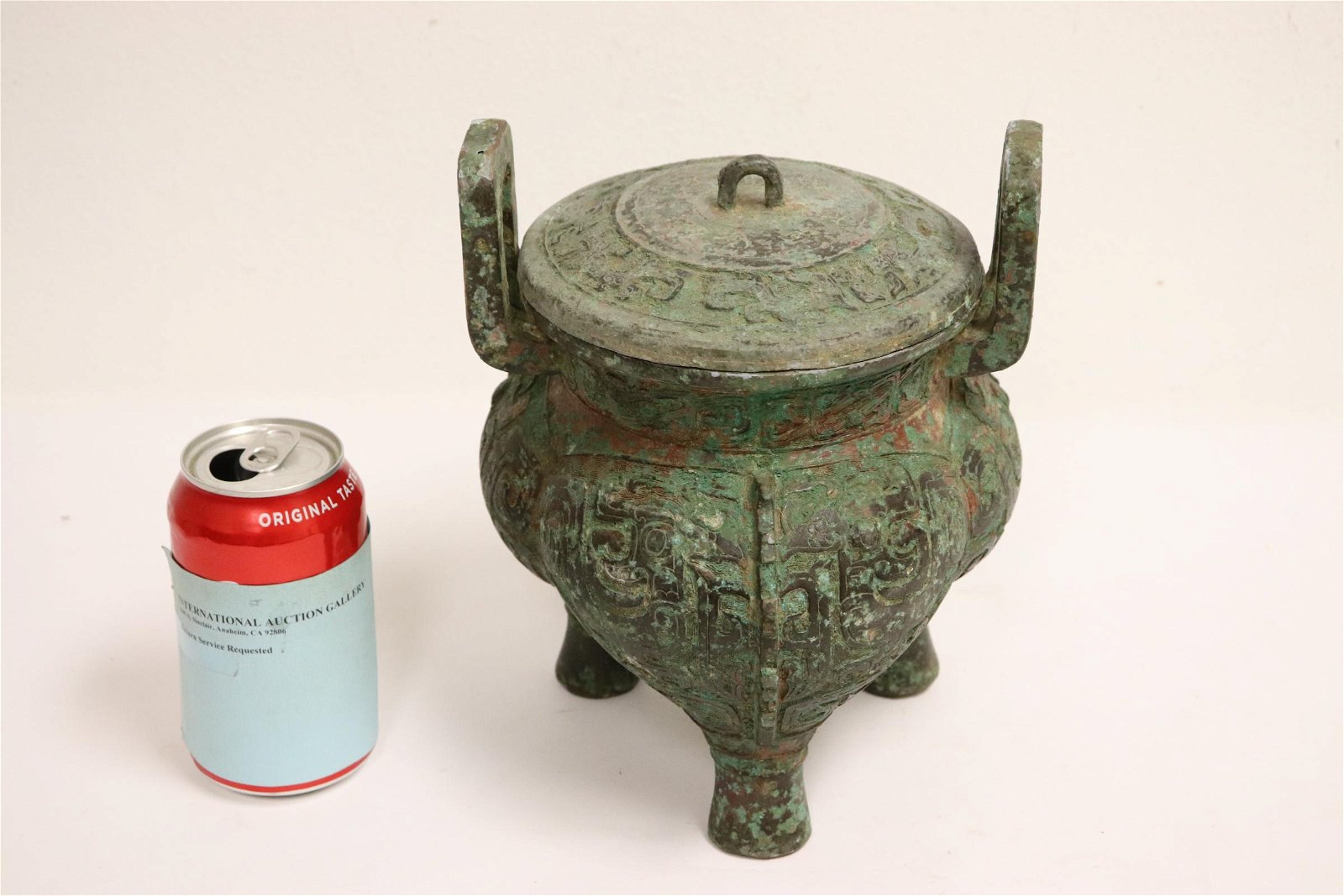 Chinese archaic style bronze tripod covered ding