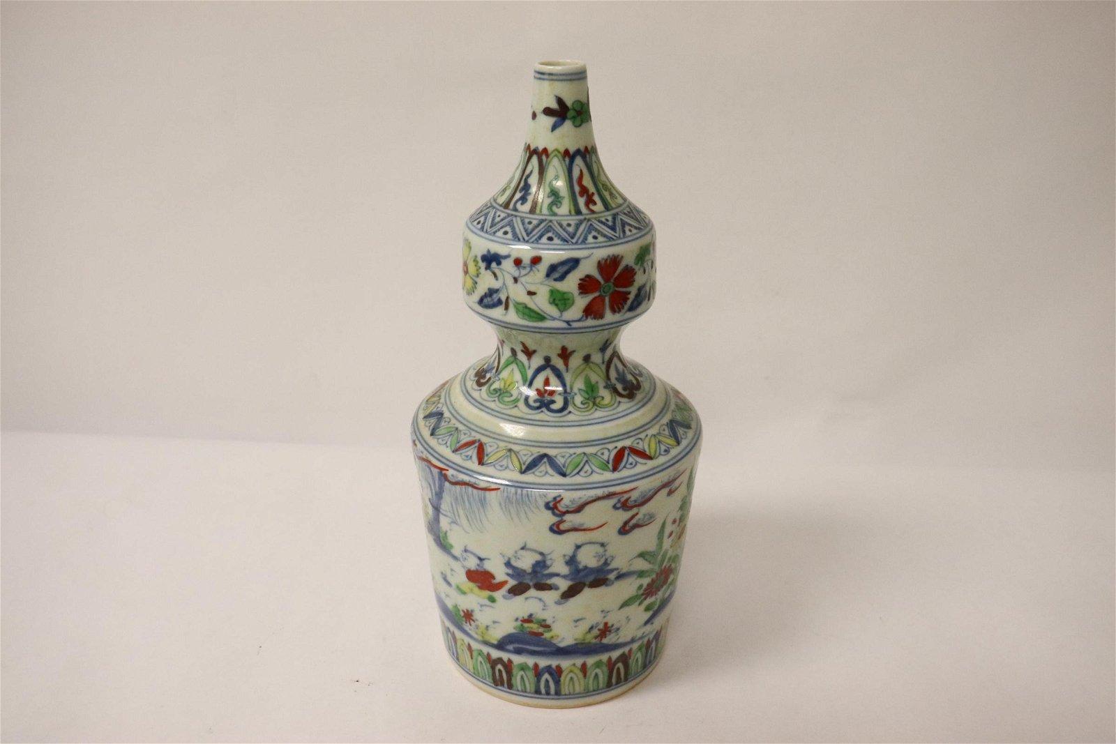 A fine wucai porcelain gourd shape vase