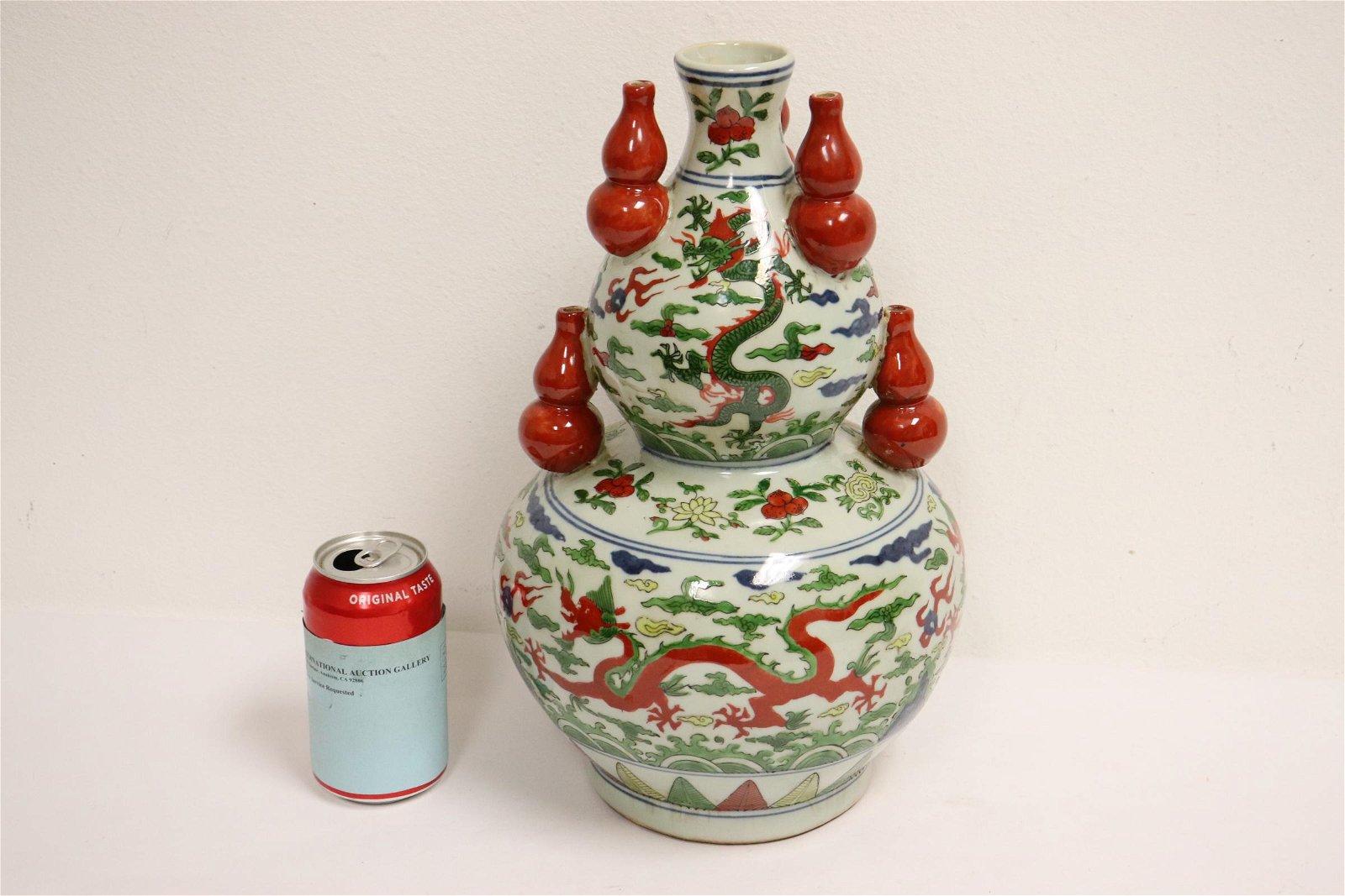 Chinese wucai porcelain large gourd shape vase