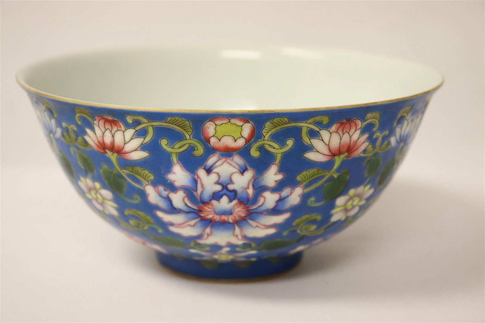 A beautiful famille rose porcelain bowl
