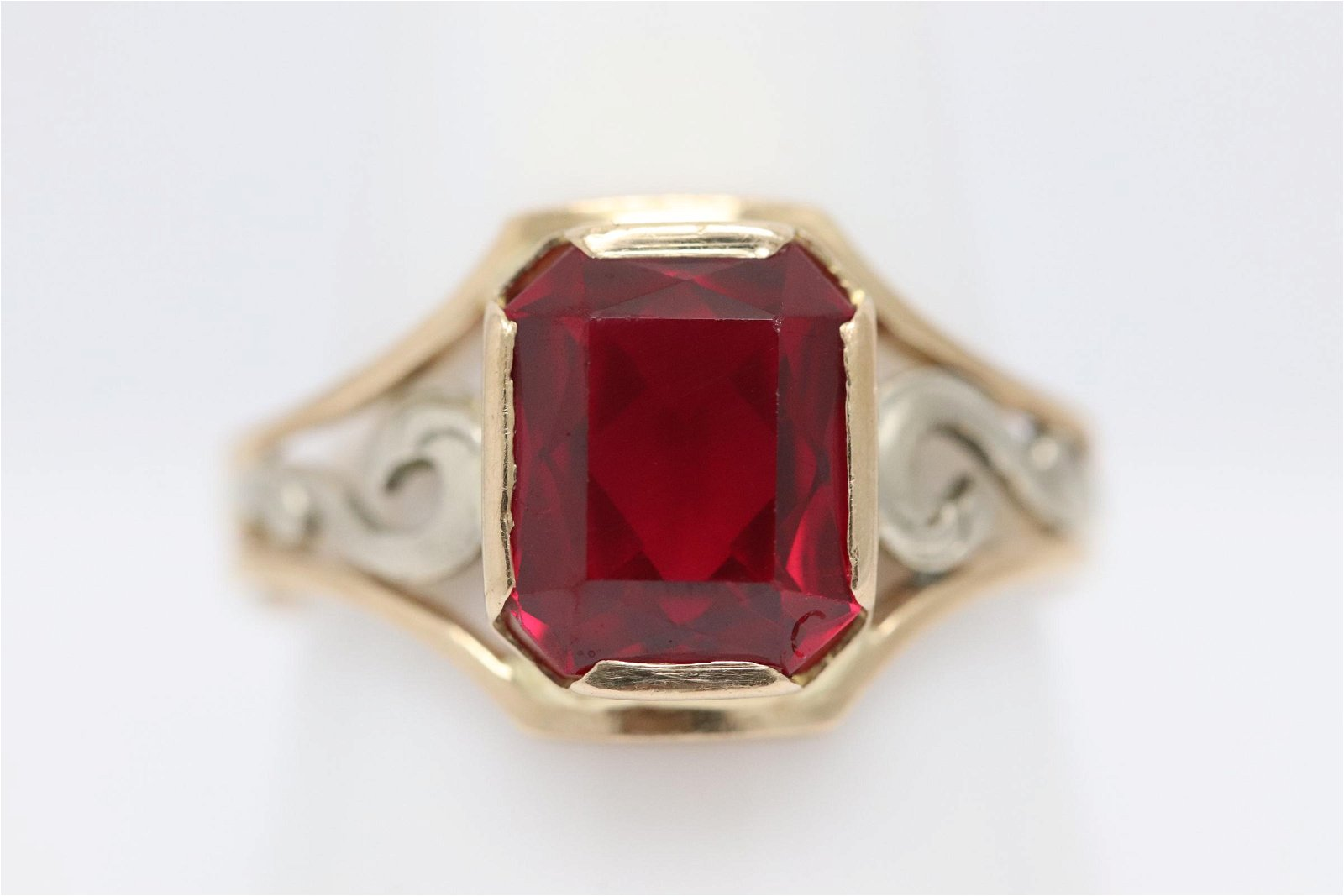 12K bicolor gold ring with a red stone